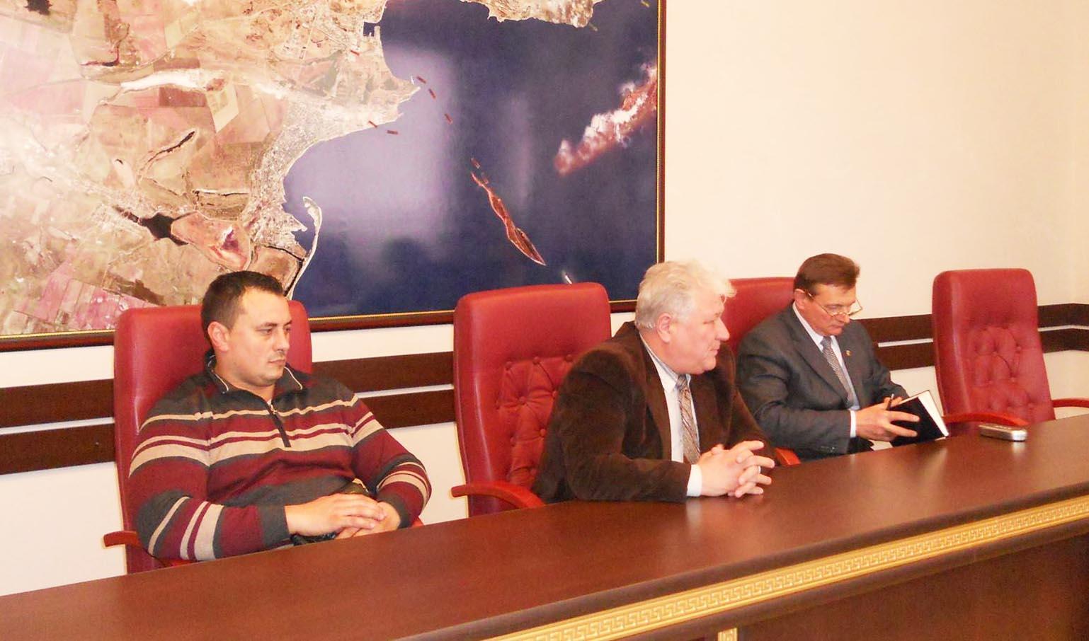 Глава администрации пообщался с главврачами керченских больниц