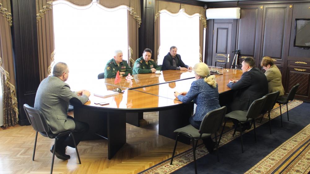 Руководство города провело встречу с зам. начальника Главного организационно-мобилизационного управления Генштаба ВС РФ