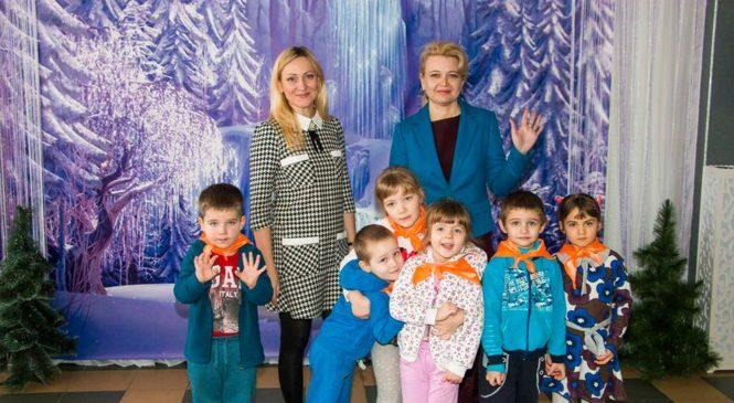 Лариса Щербула ознакомилась с работой центра развития личности «Гармония»
