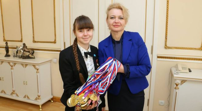 Лариса Щербула встретилась с керчанкой, чемпионкой по шахматам Маргаритой Потаповой