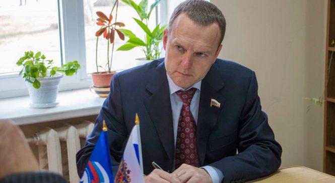 Депутат Госдумы России Константин Бахарев провел в Керчи прием граждан