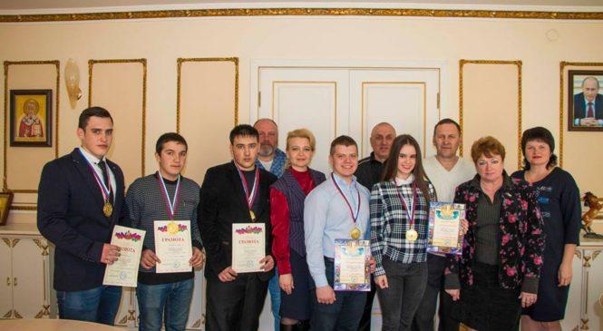 Глава муниципального образования провела встречу с керченскими кикбоксерами