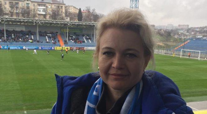 Лариса Щербула продолжает поддерживать керченских футболистов