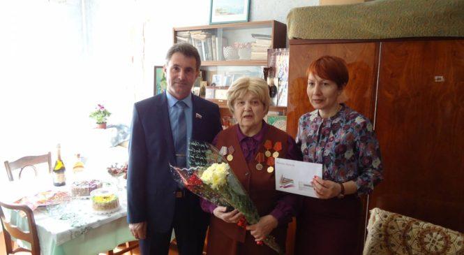 Депутат Геннадий Петренко поздравил с юбилеем ветерана Галину Николаевну Кирилко