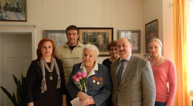 Валерий Арустамян поздравил ветерана Зинаиду Павловну Савицкую с юбилеем