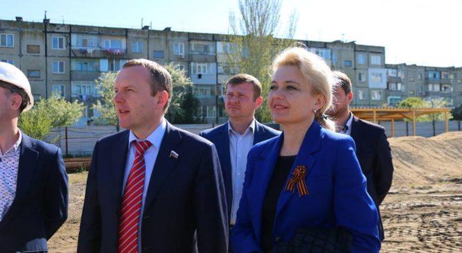 Константин Бахарев и Лариса Щербула осмотрели строительство нового детского сада