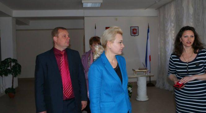 Председатель горсовета посетила Керченский городской ЗАГС