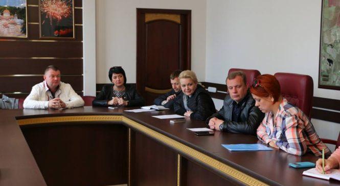 Лариса Щербула приняла участие в заседании комиссии по благоустройству дворовых территорий города