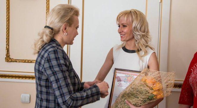 Лариса Щербула провела встречу с лучшим воспитателем года