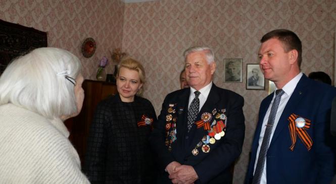 Лариса Щербула поздравила керченскую фронтовичку с годовщиной освобождения города