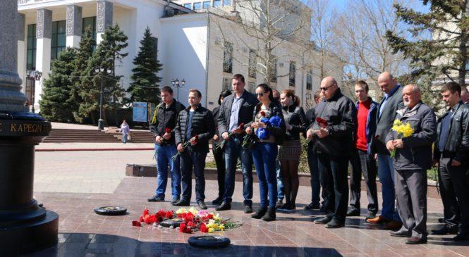 Депутаты Керченского горсовета почтили память погибших в теракте