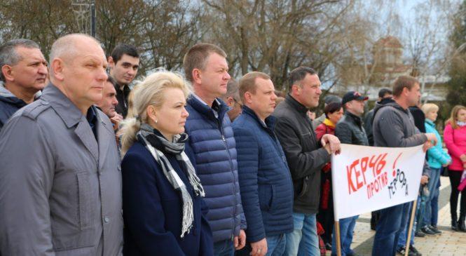 В Керчи прошел митинг против террора