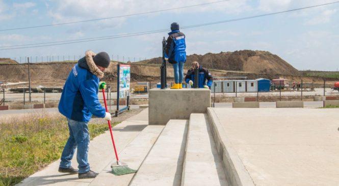 Строители Крымского моста провели субботники на двух берегах