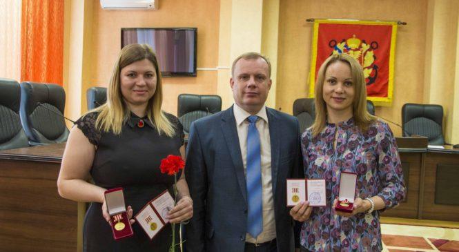 Муниципальных служащих поздравили с профессиональным праздником