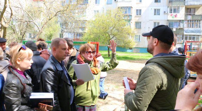 Сходы по вопросу благоустройства дворов прошли и по адресу ул. Генерала Петрова, 72