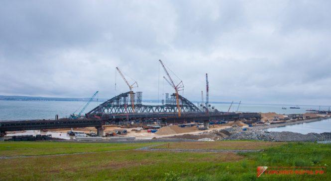 Строители раскрыли детали морской операции по установке арок Крымского моста на фарватер