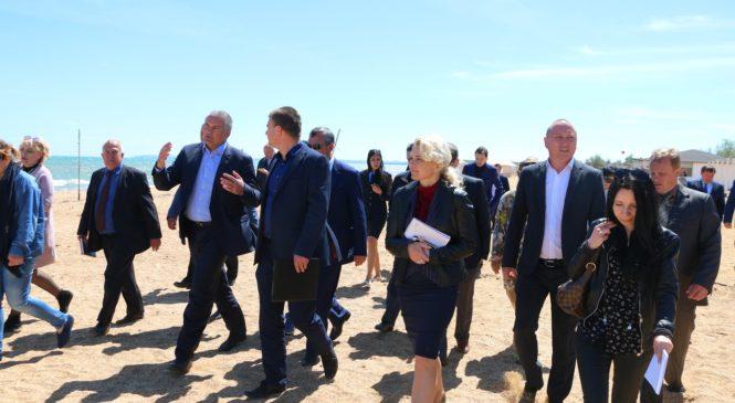Сергей Аксенов осмотрел керченские пляжные зоны