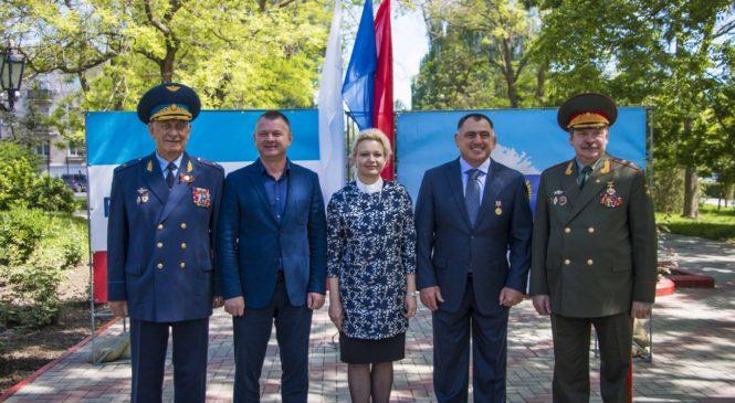 В Керчи торжественно открыли «Аллею городов-побратимов»