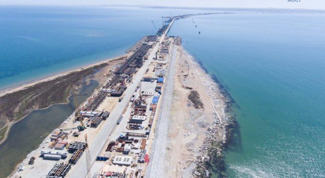 Готова половина опор Крымского моста