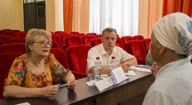 Уполномоченный по правам человека в РК провела совместный прием граждан с главой города Николаем Гусаковым