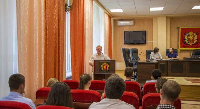 Николай Гусаков провел встречу с керченской молодежью