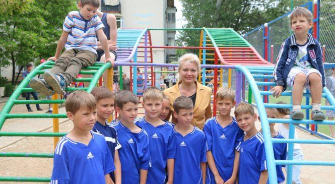 В Керчи открыли поле для мини-футбола
