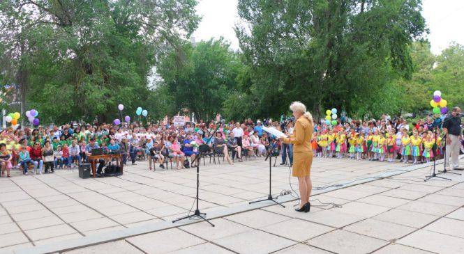 Лариса Щербула приняла участие в открытии «Керченских каникул — 2017»