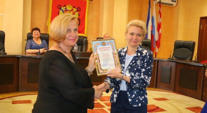 Лариса Щербула поздравила социальных работников с профессиональным праздником