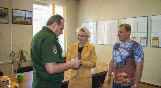 Лариса Щербула поздравила с юбилеем военкома города Александра Королева