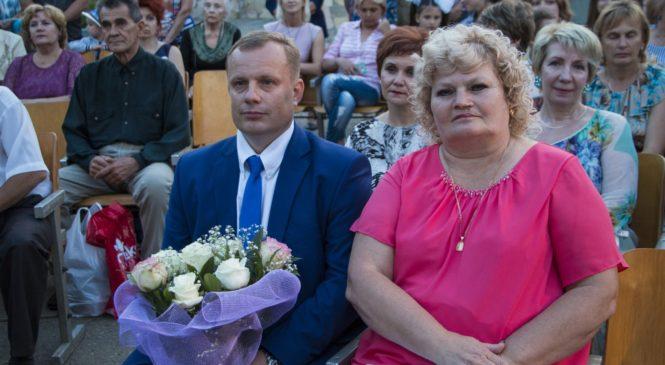 Николай Гусаков побывал на выпускном балу у гимназистов