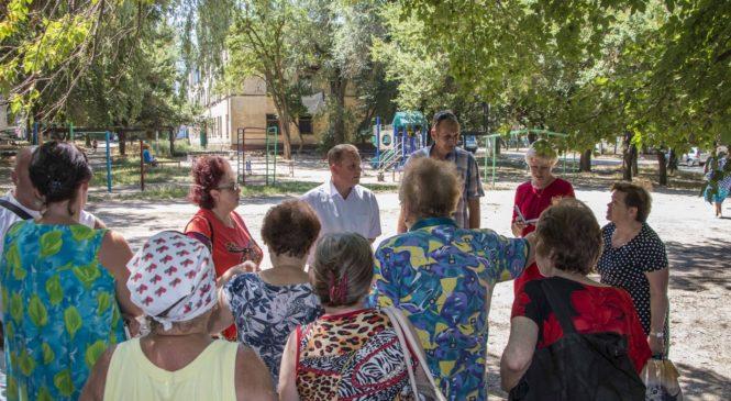 Глава муниципального образования с депутатом провели встречу с жителями Старого стеклотарного