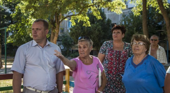 Глава муниципального образования провел сход керчан по адресу: ул. Сморжевского, 4
