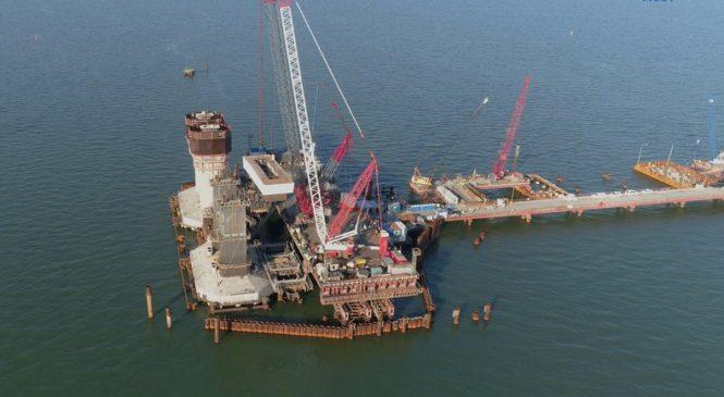 Фарватерные опоры Крымского моста набирают проектную высоту