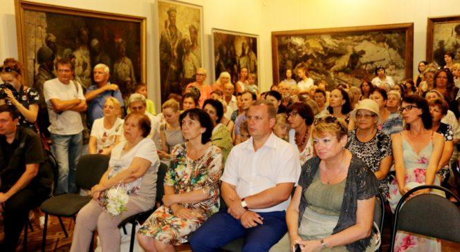 Николай Гусаков выступил на выставке работ известного художника Евгения Карцыганова