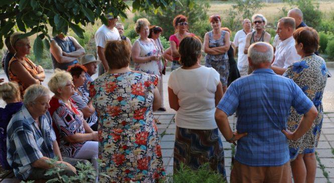 Сход граждан состоялся во дворе дома №12 на шоссе героев Сталинграда