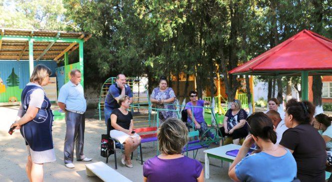 Глава муниципального образования г. Керчь Николай Гусаков осмотрел детский сад в районе Капканы