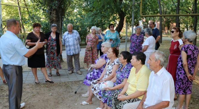 Глава муниципального образования Николай Гусаков встретился с жильцами домов №3 и №5 по ул. Щорса.