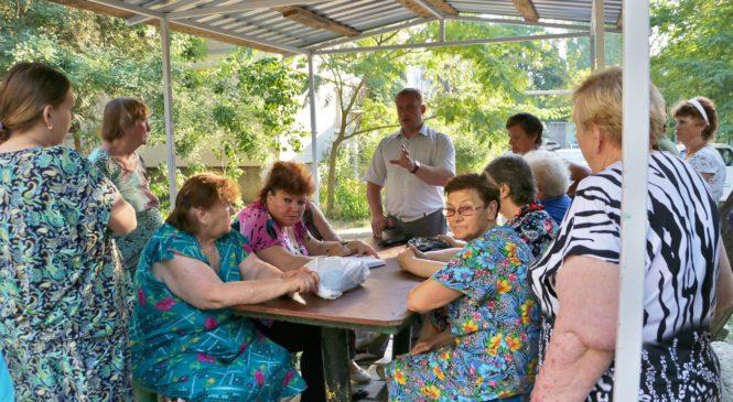 По ул. Сергея Борзенко состоялась встреча с главой муниципального образования Николаем Гусаковым