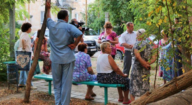 Глава муниципального образования Николай Гусаков встретился с жителями дома, расположенного по адресу: переулок Сенной, 11
