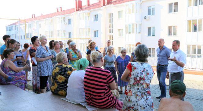 Глава муниципального образования Николай Гусаков пообщался с переселенцами