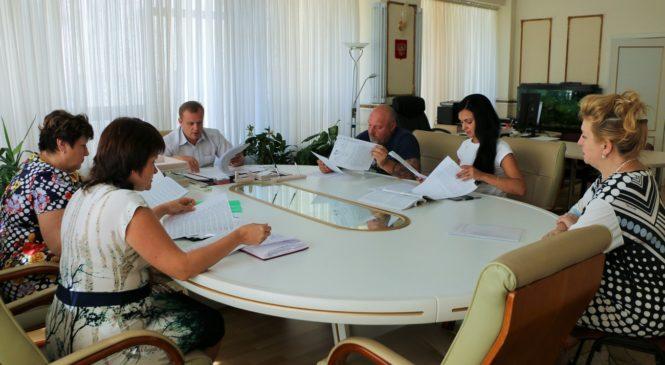 Глава муниципального образования Николай Гусаков провел встречу с председателями постоянных депутатских комиссий