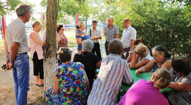 Глава муниципального образования Николай Гусаков провел встречу с жителями дома №56 на шоссе Героев Сталинграда