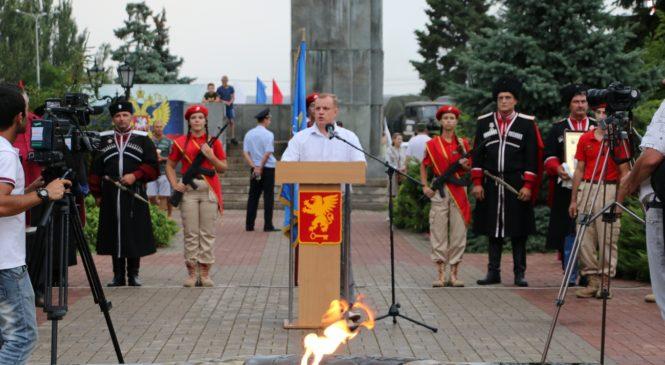 Горсть керченской земли передали участникам автопробега, посвященного 90-летию служения Отечеству ДОСААФ России