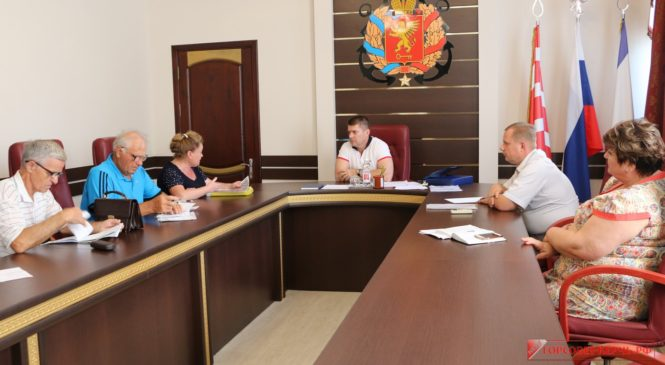 В горсовете провел прием граждан помощник Председателя Госсовета Крыма Сергей Щекочихин