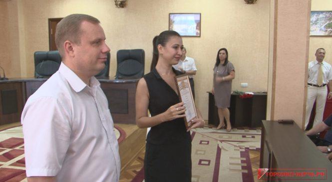 В Керчи в День физкультурника наградили ветеранов спорта