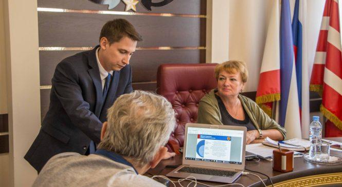 На заседании Общественного совета рассмотрели стратегию развития Керчи, вопрос реконструкции воинского кладбища и др.