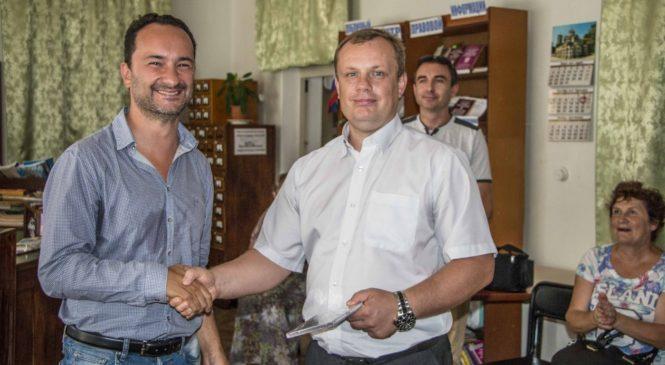 Николай Гусаков поблагодарил итальянского джазового музыканта Фабио Лепоре за визит в Керчь и концерт