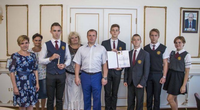 Николай Гусаков напутствовал гимназистов, которые представят Керчь на Международном дне мира