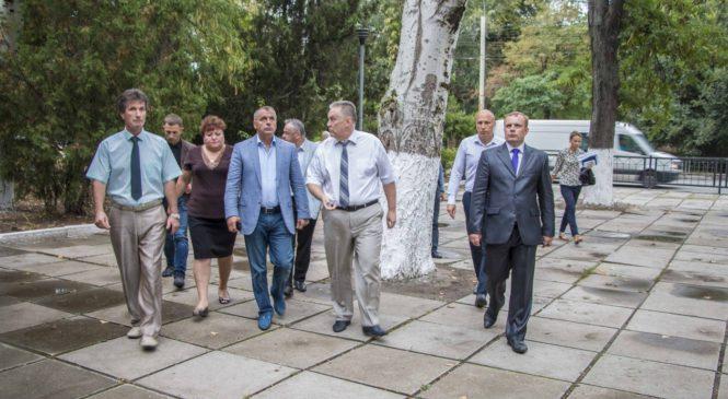 Спикер Госсовета Крыма и глава муниципального образования г. Керчь осмотрели ремонт в школе №17