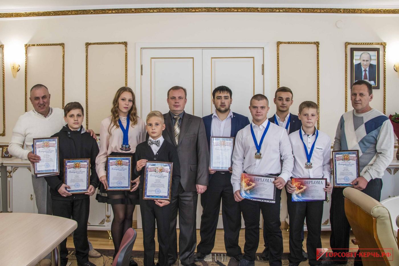 Глава муниципального образования провел встречу с призерами Кубка Мира по кикбоксингу